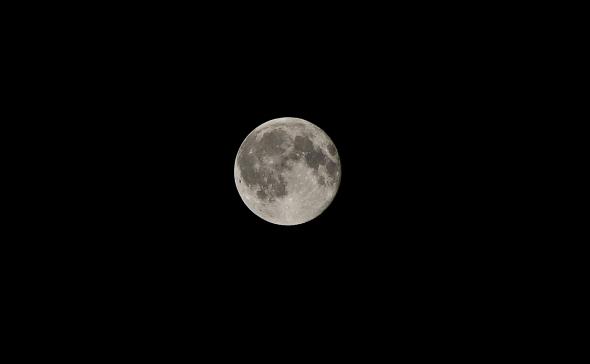 Un soir de pleine lune dans la Drôme.