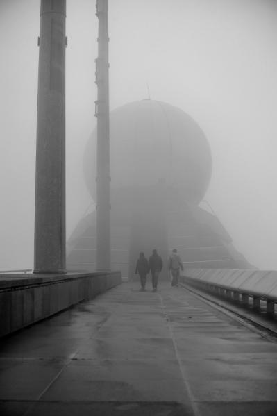 Ballon d'Alsace observatoire militaire sommital dans le brouillard