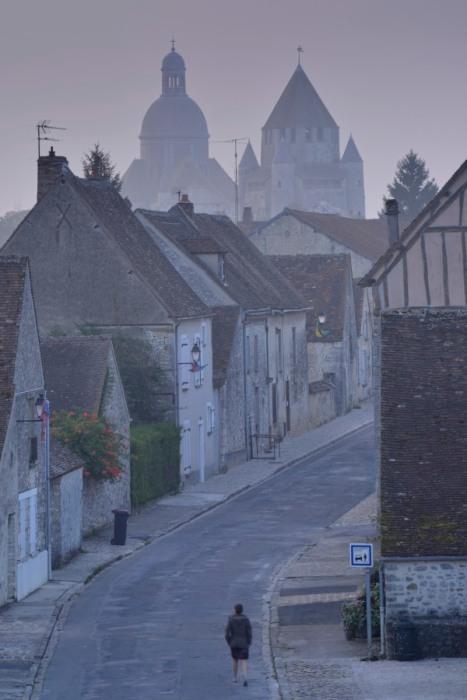 Provins au petit matin brouillard
