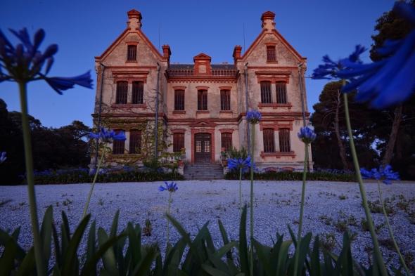 Château l'Esparrou Vignobles Bonfils crépuscule